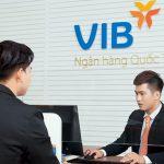 Khách hàng doanh nghiệp giao dịch với VIB, không lo mất phí