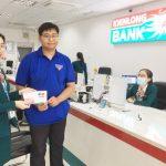 Kienlongbank Phú Yên tặng thẻ ATM Hoàng Sa Việt Nam cho khách hàng